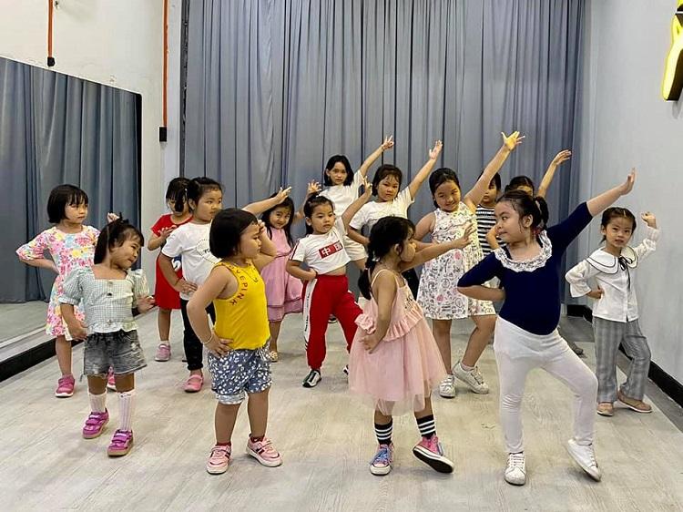 Crowbar Academy – cho thuê phòng tập nhảy TPHCM giá rẻ