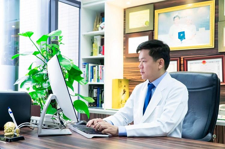 Bác sĩ Nguyễn Phan Tú Dung là bác sĩ nâng mũi đẹp ở tphcm
