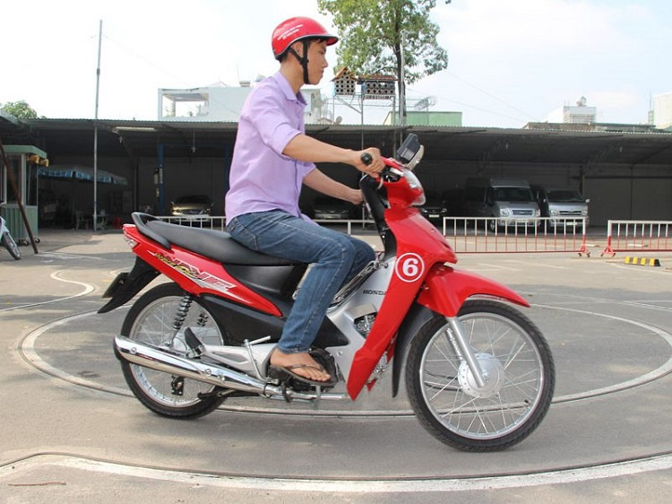 Trường trung cấp nghề, dạy lái xe bằng A1 Đông Sài Gòn
