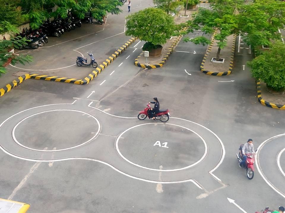 Thi bằng lái xe máy ở Trường dạy lái xe Tiến Bộ