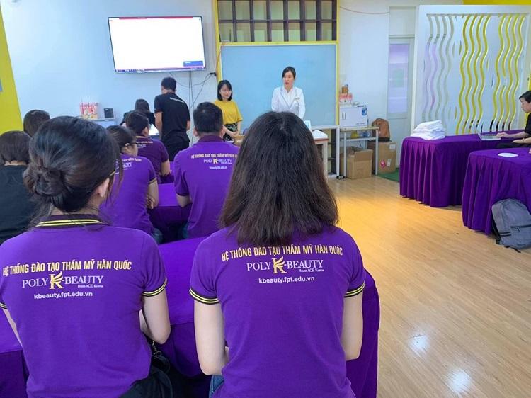Hệ thống đào tạo thẩm mỹ Poly K-Beauty là địa chỉ học trang điểm chuyên nghiệp ở tphcm