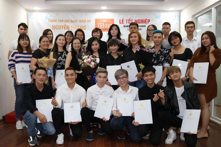 Dạy Nghề Thẩm Mỹ Nguyễn Hoàng là địa chỉ học trang điểm chuyên nghiệp ở tphcm